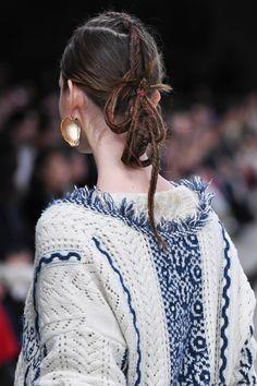 Mame Kurogouchi 2018-19秋冬コレクション | 東京 Knit Fashion, Fashion Art, Autumn Winter Fashion, Womens Fashion, Cool Haircuts For Girls, Girl Haircuts, Up Hairstyles, Braided Hairstyles, Hair Arrange