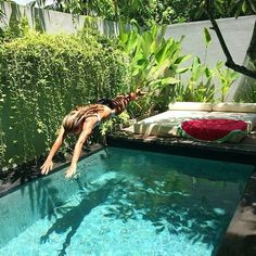 Coolest Small Pool Ideas with 9 Basic Preparation Tips - Piscine et Jacuzzi Small Backyard Pools, Backyard Pool Designs, Small Pools, Swimming Pools Backyard, Swimming Pool Designs, Backyard Landscaping, Landscaping Ideas, Small Swimming Pools, Backyard Ideas