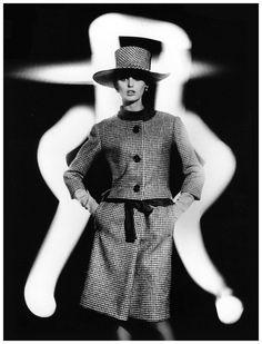 Dorothea McGowan in Yves Saint Laurent, photo by William Klein,1962