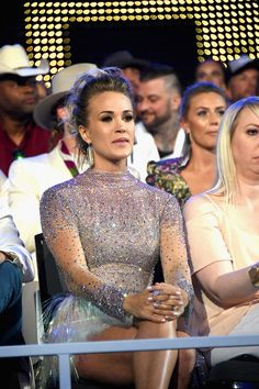 Carrie Underwood Photos - Carrie Underwood attends the 2017 CMT Music Awards at the Music City Center on June 2017 in Nashville, Tennessee. - 2017 CMT Music Awards - Show Carrie Underwood Albums, Carrie Underwood Pictures, Cmt Music Awards, Entertainer Of The Year, Queen Of Everything, Best Cardio Workout, Brad Paisley, Country Music Artists, Chris Young