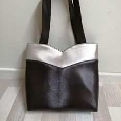 Rêves de Sacs sur Instagram: Annie est un sac pratique et chic ! Ici en version bicolore. À porter à l'épaule, léger et élégant. Modèle Sacôtin. À retrouver très vite…