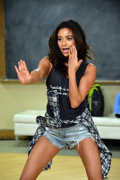 I loved Emily's dancing! Especially in yesterday's episode (5x21)