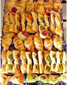 """Recipe Appetizers with puff pastry (Easy recipe)-Ricetta Stuzzichini con la pasta sfoglia (Ricetta facile) How about accompanying a good aperitif with delicious rustic dishes? Then try the """"Recipe Stuzzichini with puff pastry"""" are simple and tasty - Easy Appetizer Recipes, Snack Recipes, Cooking Recipes, Party Finger Foods, Snacks Für Party, Puff Pastry Appetizers, Creative Food, Italian Recipes, Love Food"""
