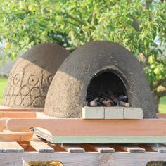Build a Wood Fired Earth Oven - Got mud, sand, straw, and some fire bricks? Drooling over wood-fired oven pizzas? Building a wood fired earth oven is easier tha… Diy Pizza Oven, Pizza Ovens, Oven Diy, Wood Fired Oven, Wood Fired Pizza, Wood Oven, Outdoor Oven, Outdoor Fire, Outdoor Cooking