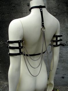 Leather and Chain Wings... Not sure what Exactly this was meant for but I think that paired with the right item's could be really cool!