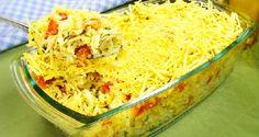 O Arroz Cremoso com Batata Palha será um sucesso na sua mesa. Ele combina frango, queijos e creme de leite com uma cobertura crocante de batata palha de da
