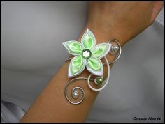 Bracelet bijou fleur satin vert anis blanc aluminium mariage