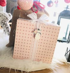 Calendario scrapbooking hecho con cartón y papel, con cajitas interiores. Ideas Scrapbooking, Album Scrapbook, Blog, Diy, Gift Wrapping, Gifts, Card Tutorials, Advent Calendar, Greeting Cards