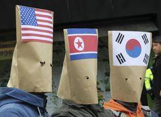 Manifestantes sul-coreanos protestam pela da paz na península coreana - http://revistaepoca.globo.com//Sociedade/fotos/2013/04/fotos-do-dia-15-de-abril-de-2013.html (Foto: EFE/ Jim Hollander / Pool)