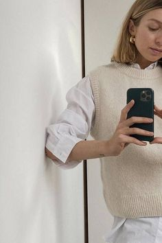 These Are Officially the Warmest Fashion Trends of 2020 From duvet coats to combat boots, these are the six fashion trends that are guaranteed to keep you warm this winter. Vest Outfits, Mode Outfits, Fashion Outfits, Womens Fashion, Fashion Tips, Fashion Ideas, Converse Outfits, Fashion Poses, Estilo Fashion