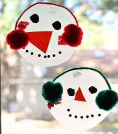 Here's a fun and easy Snowman Window Craft that your kiddos will love! On the blog: http://ift.tt/1TFIEmj #abccreativelearning #snowmancraft #wintercraft by abccreativelearning