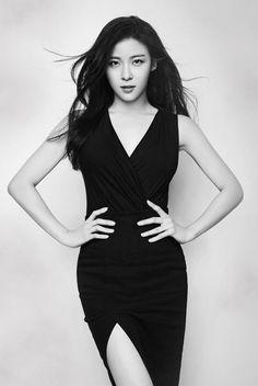 Ha Ji Won The King 2 Hearts, Empress Ki, Korean Shows, Ha Ji Won, Korean Actresses, Pretty Woman, Asian Beauty, Movie Stars, Kdrama