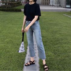 How To Wear Casual Outfits Simple Shoes Ideas Korean Girl Fashion, Korean Fashion Trends, Korean Street Fashion, Ulzzang Fashion, Korea Fashion, Asian Fashion, Look Fashion, Trendy Fashion, Korea Summer Fashion