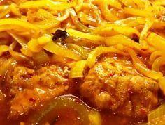 Kulsum se vrek lekker ingelegde vis Bestanddele 2 kg snoek of geelbek . Special Recipes, New Recipes, Cooking Recipes, Healthy Recipes, Recipies, Favorite Recipes, South African Dishes, South African Recipes, Indian Recipes
