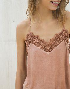 Top tipo lingerie com bordado em tule efeito pré-lavado - Camisas - Bershka Portugal