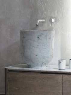 Countertop round washbasin ORIGIN | White Carrara marble washbasin by INBANI