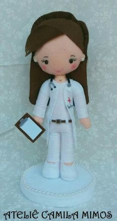Médica Diy Projects For Kids, Crafts For Kids, Dolls And Daydreams, Bear Doll, Felt Toys, Diy Arts And Crafts, Doll Crafts, Felt Ornaments, Lana