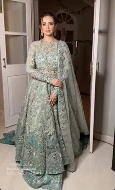 Asian Wedding Dress Pakistani, Asian Bridal Dresses, Indian Wedding Gowns, Simple Pakistani Dresses, Indian Bridal Outfits, Wedding Dresses For Girls, Pakistani Dress Design, Pakistani Bridal Lehenga, Asian Bridal Wear