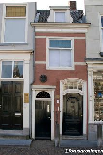 Nederland - Zuid-Holland - het kleinste huisje in Delft, werd ooit bewoond door Pieteer van Foreest / klik voor verdere info