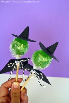 Brujitas de chupetes para personalizar tus caramelos de halloween. #DulcesHalloween