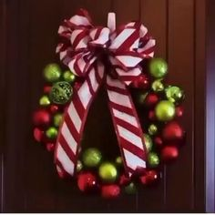 Diy Christmas Decorations Easy, Christmas Hacks, Christmas Projects, Simple Christmas, Holiday Crafts, Christmas Ornaments, Diy Christmas Room Decor, Diy Christmas Wreaths, Grinch Decorations