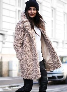 Latest fashion trends in women's Coats. Shop online for fashionable ladies' Coats at Floryday - your favourite high street store. Casual Chic Outfits, Cute Outfits, Fur Fashion, Winter Fashion, Typical White Girl, Mode Mantel, Teddy Coat, Winter Stil, Coats For Women