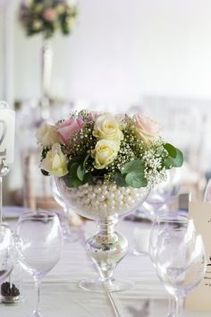 Blooming Lovely - a glamorous footed vase creates a stunning wedding table centerpiece. Design http://www.passionforflowers.net