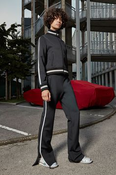 Off-White Resort 2017 Collection Photos - Vogue ...trackie perfection...