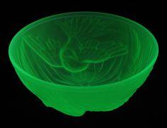 Frosted uranium Jobling 'Birds' bowl 7000