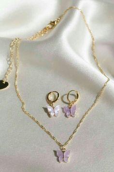 Collar mariposas Ear Jewelry, Dainty Jewelry, Cute Jewelry, Jewelery, Jewelry Accessories, Jewelry Sets, Purple Jewelry, Graff Jewelry, Hipster Jewelry