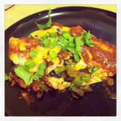 Easy mid-week dinner: Vegetable Enchiladas with Homemade Enchilada Sauce Drink Recipes, Mexican Food Recipes, Cooking Recipes, Ethnic Recipes, Cooking Game, Meal Recipes, Vegetable Enchiladas, Vegetarian Enchiladas, Homemade Enchilada Sauce