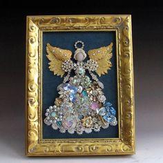 Costume Jewelry Crafts, Vintage Jewelry Crafts, Recycled Jewelry, Jewelry Frames, Jewelry Tree, Jewelry Ideas, Jewelry Wall, Button Art, Button Crafts