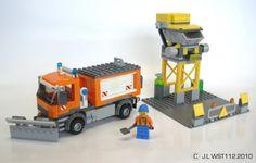 Le camion de déneigement et le dépôt de sel/vue générale