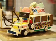 Bûche de Noel Sofitel  Christmas Log Cake Entry of Sofitel Philippine Plaza. It's shaped like a Jeepney, the most famous and convenient mode of public transporation in the Philippines. #Itsmorefuninthephilippines You can vote for them till the 16th of December 2013. #Cute #cake