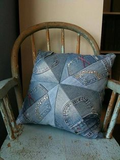 50 cushion covers made of jeans -DIY pillowcases made of recycled materials - Patchwork/quilten - Denim Denim Crafts, Sewing Pillows, Recycled Denim, Toss Pillows, Decor Pillows, Throw Pillow, Cushion Covers, Quilt Blocks, Sewing Projects