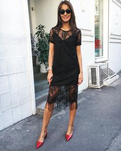 280 отметок «Нравится», 30 комментариев — ДИЗАЙНЕРСКИЕ ПЛАТЬЯ (@femme_dresses) в Instagram: «Доброе утро, красавицы Платье-футболка из черного кружева с бахромой Размеры S,M Комбинашка…»