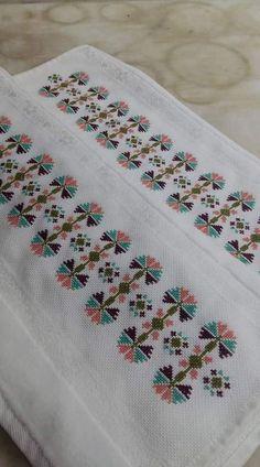 Towel with Cross-Stitch Cross Stitch Art, Cross Stitch Borders, Cross Stitch Flowers, Cross Stitch Designs, Cross Stitching, Cross Stitch Patterns, Hand Embroidery Design Patterns, Embroidery Stitches, Palestinian Embroidery