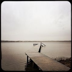 This is how a day at the lake looks like in fall. Grey & coold but pure solitude. #fall #shadesofgrey #solitude #lakestarnberg #rainyday #soultravels #outdoorgirl #adventuregirl #wanderlust #mindful #forevercurious  #munichandthemountains