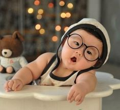 Why do Asian babies have to be so darn cute, and so darn chubby. I just want to squeeze them with love! Cute Little Baby, Baby Kind, Cute Baby Girl, Little Babies, Baby Love, Cute Babies, Baby Baby, Precious Children, Beautiful Children