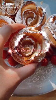 how to make homemade apple rose pastries Fun Baking Recipes, Sweet Recipes, Dessert Recipes, Dessert Food, Dinner Recipes, Tasty Videos, Food Videos, Recipe Videos, Diy Food