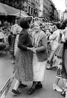 liquidnight: David SeymourDancing in the streetsParis, 1953[via Le Clown Lyrique]