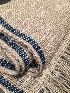 Handwoven scarf in linen and cotton Inkle Weaving, Inkle Loom, Hand Weaving, Textile Texture, Textile Prints, Basket Weaving Patterns, Weaving Textiles, Weaving Projects, Japanese Textiles