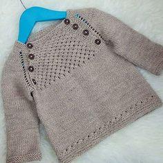 Ravelry: Blær - a baby pullover sweater / barnapeysa pattern by Dagbjört… Cardigan Bebe, Knitted Baby Cardigan, Knit Baby Sweaters, Knitted Baby Clothes, Girls Sweaters, Knitting Sweaters, Baby Knitting Patterns, Baby Sweater Patterns, Knitting For Kids