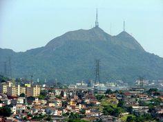 O Pico do Jaraguá, na cidade de São Paulo, é o ponto mais alto com 1.135 metros de altura e uma vista de até 55km de alcance.