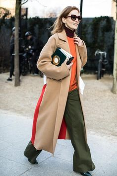 Street style at London's Fall-Winter Fashion Week London Fashion Weeks, Winter Outfits For Work, Winter Fashion Outfits, Street Style Fashion Week, Streetwear, Cooler Style, Stylish Work Outfits, Winter Stil, Street Style Looks