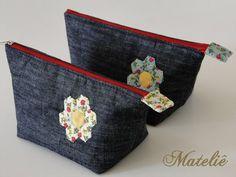 Diy Bags Patterns, Diaper Bag Purse, Denim Tote Bags, Patchwork Bags, Crochet Baby Booties, Fabric Bags, Little Bag, Casual Bags, Zipper Bags