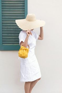 DIY No Sew Furoshiki Purse (with handles!) | ctrl + curate Diy Purse No Sew, Diy Jewelry To Sell, Purse Handles, Fashion Sewing, Beach Towel, Going Out, Cool Style, Latest Trends, Two By Two