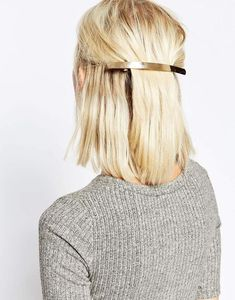 mettre pince cheveux pelican
