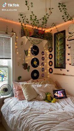 Indie Room Decor, Aesthetic Room Decor, Indie Dorm Room, Hipster Bedroom Decor, Diy Bedroom Decor, Home Decor, Room Design Bedroom, Room Ideas Bedroom, Bedroom Inspo