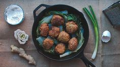 Shanghainese lion's head meatballs (shi zi tou) Asian Recipes, Ethnic Recipes, Chinese Recipes, Chinese Food, Red Bowl, Food 52, Sbs Food, Thing 1, Meatball Recipes